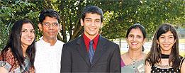 photo Vijay Pallod and his family