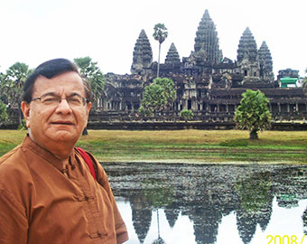 Tejwani before Angor Wat